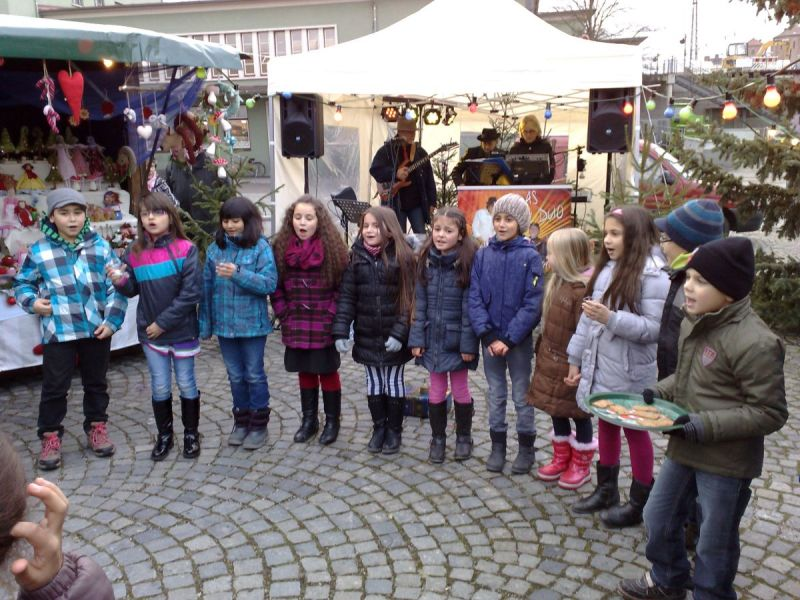 tl_files/Daten/Bilder/Adventsmarkt/Adv.markt singen.jpg